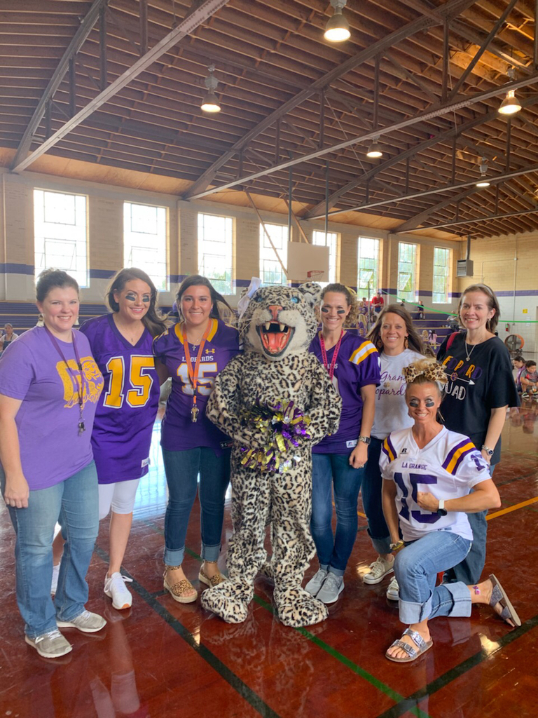 "Kinder Team having fun ""kicking off"" the 1st 6 Weeks of school!!!💜🏈💛 #lunchwithLuLu"
