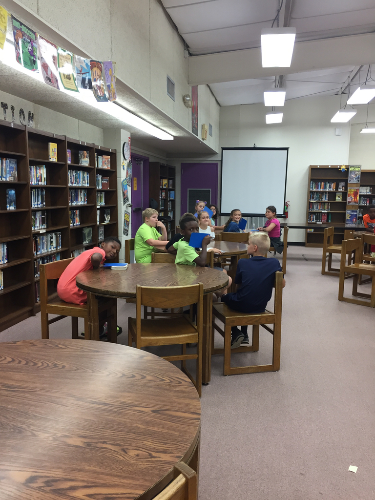 Mrs. Grafton's class is learning lots in the library!