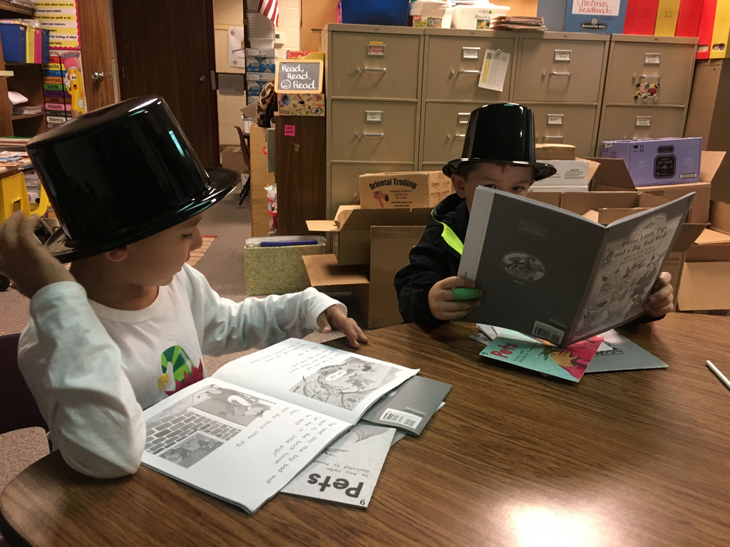 Reading with our magic Frosty hats 🎩!